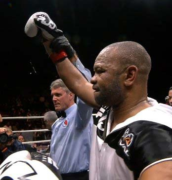 Roy Jones Jr se despide con triunfo en Pensacola
